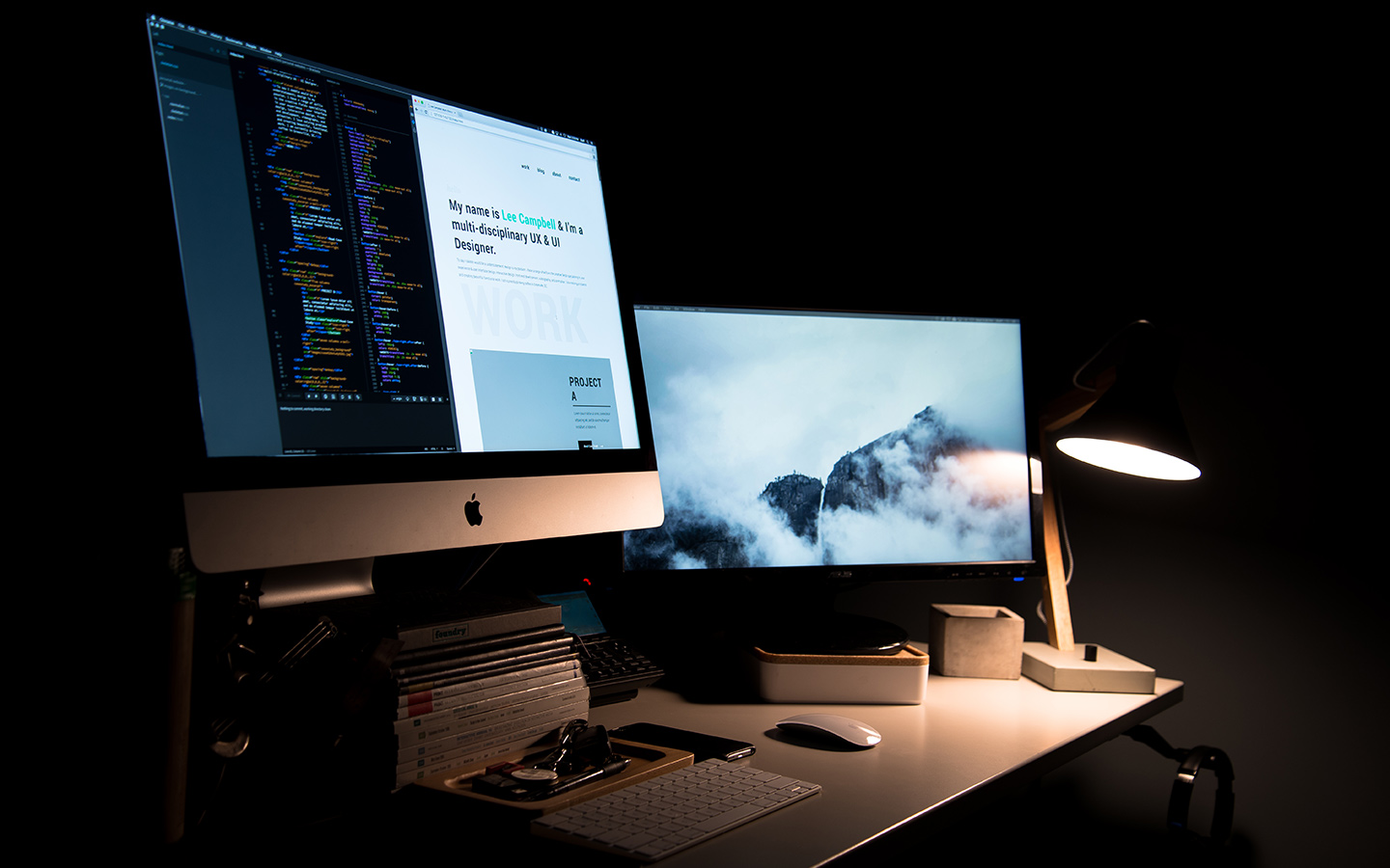 apple desktop with a beam light on the table
