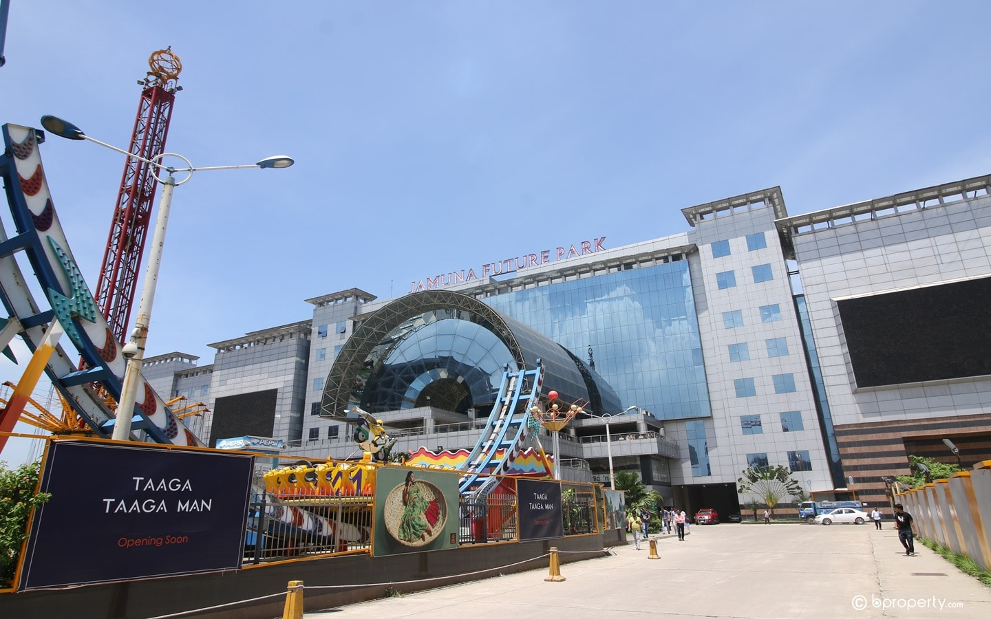 Jamuna Future Park is certainly falls into the category of famous buildings of Dhaka