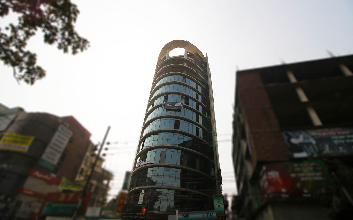 Be the entrepreneur you want to be with this commercial property in Dhanmodni
