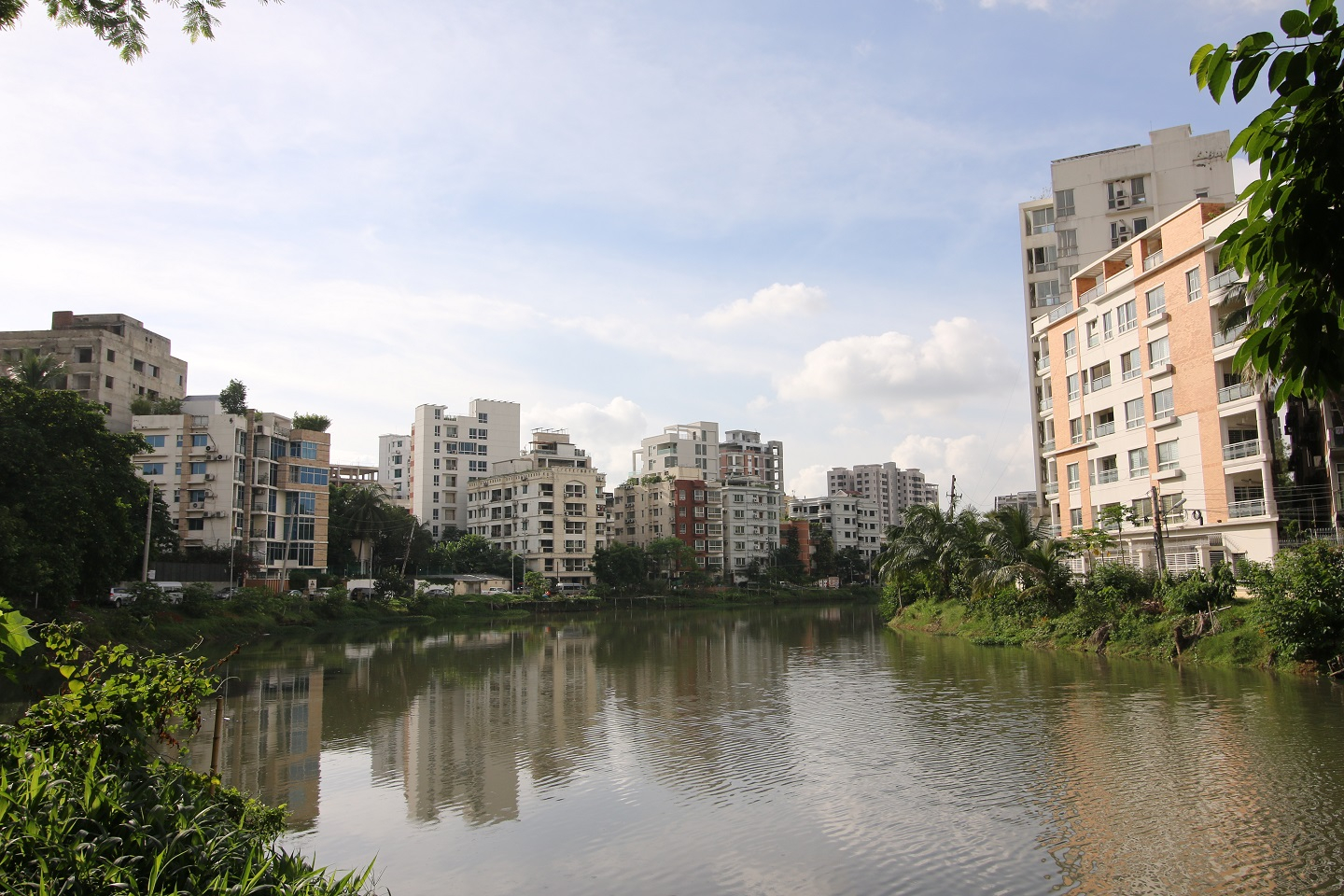 Try finding out a nice place in Dhaka that has a more picturesque view than Banani