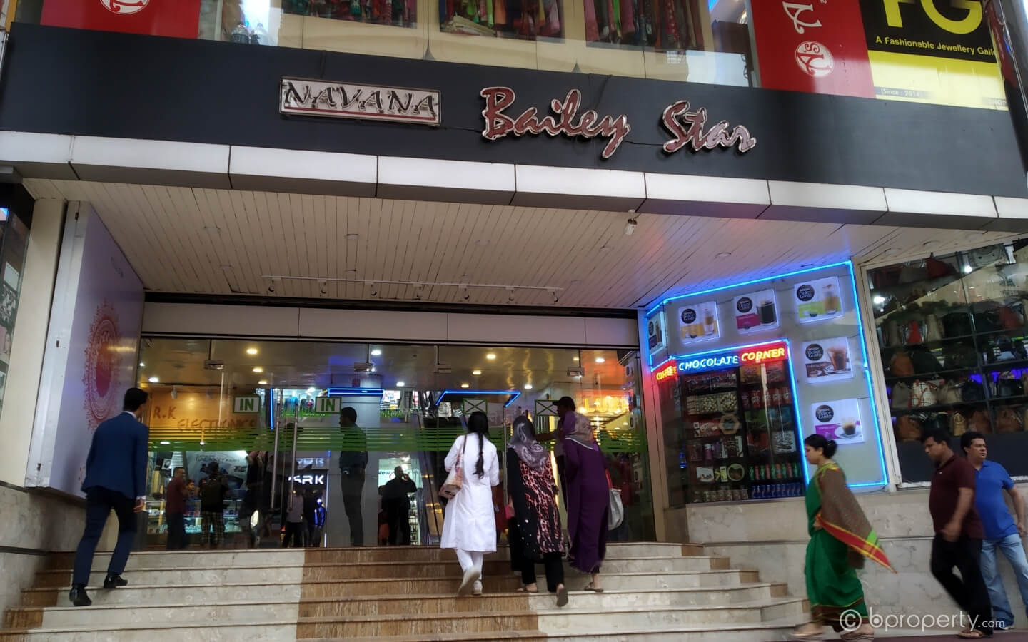 Residents of South Dhaka prefer Bailey Road as the place to find warm clothes
