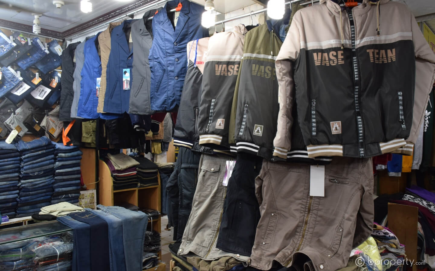 Low cost of winter wear makes these shops at New Market a favorite to the people