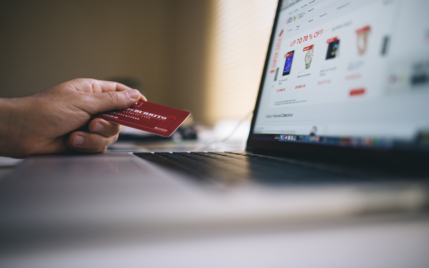 Online shopping allows people to buy winter clothes at any time of the day