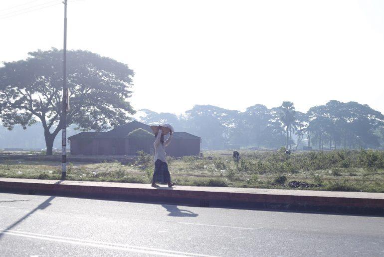 কেমন হয় ঢাকার নাগরিক জীবনে শীতের সকাল। বিপ্রপার্টি