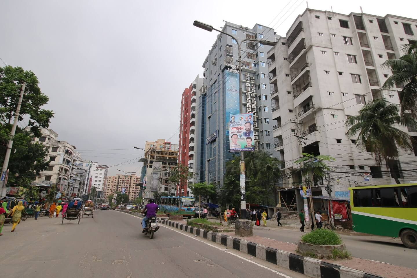 Even though Mirpur and Mohammadpur have similar almost apartment price in Dhaka city, Mohammadpur gets more attraction