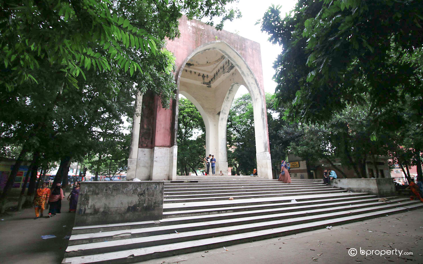 students makes it one of the most popular public parks to visit in Dhaka