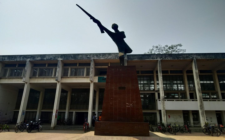Shongshoptok sculpture at Jahangirnagar University