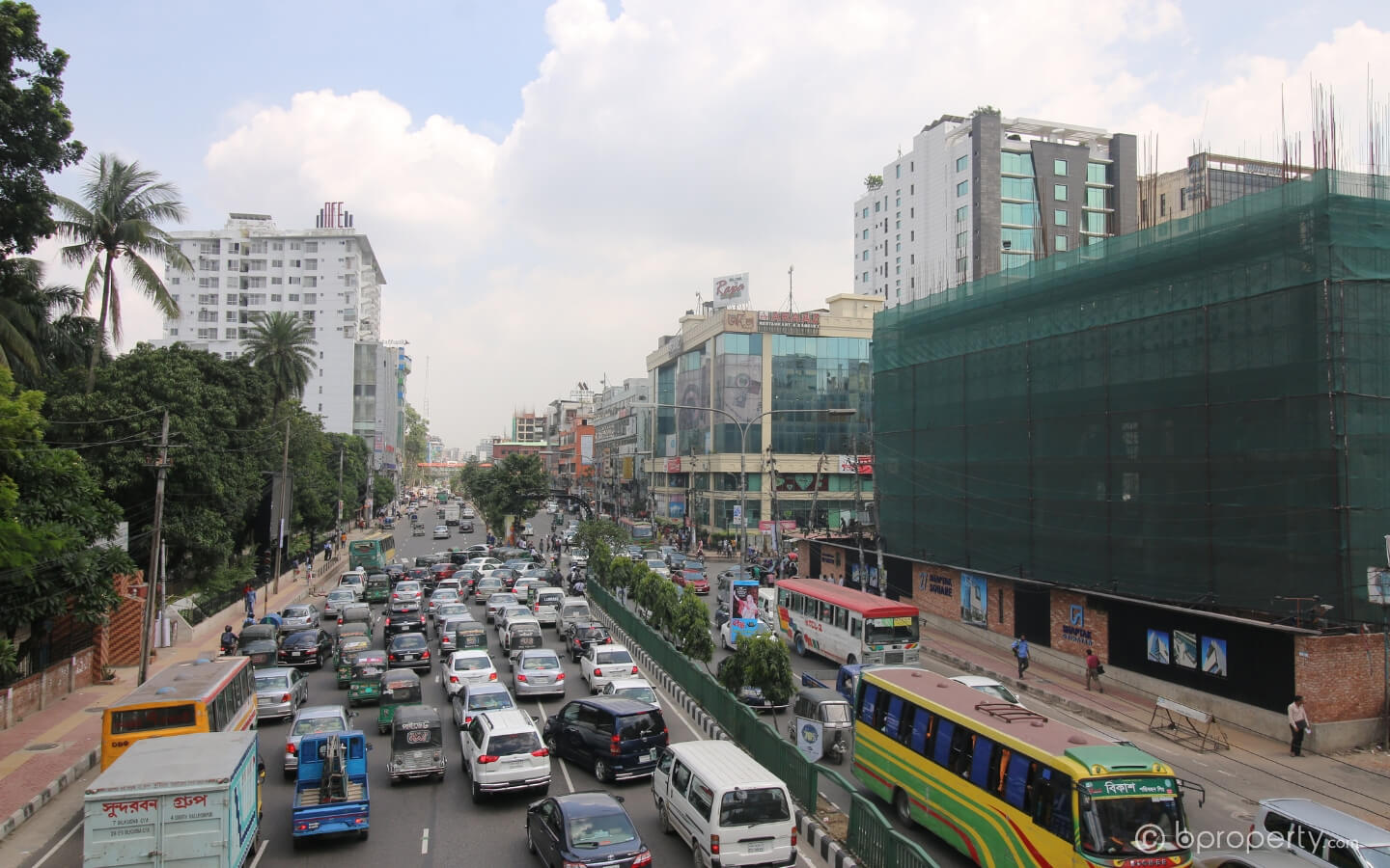 Hustle and bustle of Dhanmondi makes them an ideal candidate for established companies to have an office