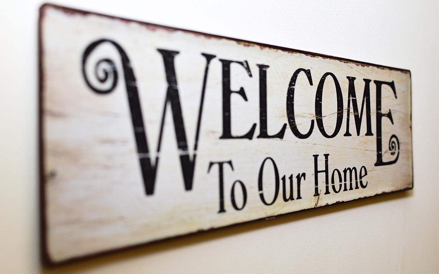 A welcome note should be one of the responsibilities of landlords