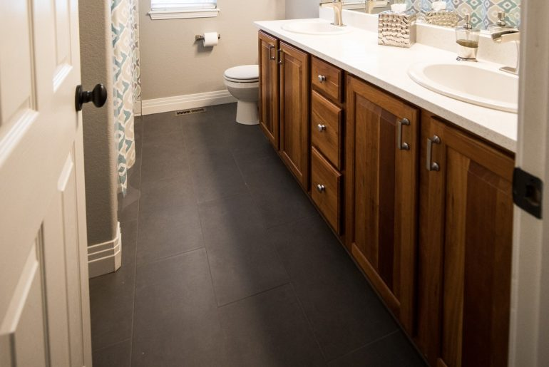 6 Easy Tips to Make Small Bathrooms Look Bigger - Bproperty