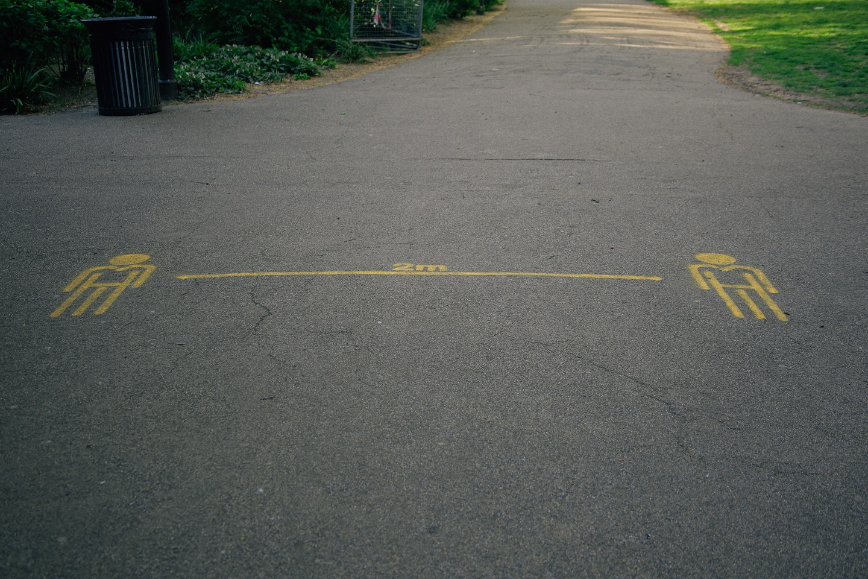 2m social distancing sign