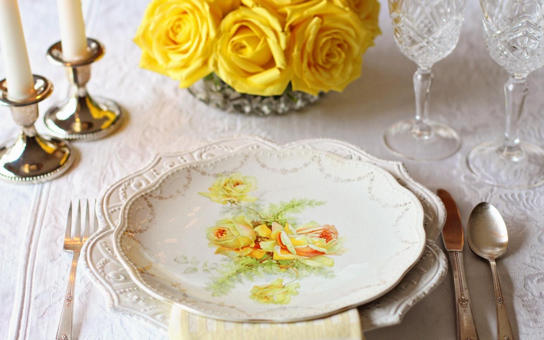 decorated dinnerware