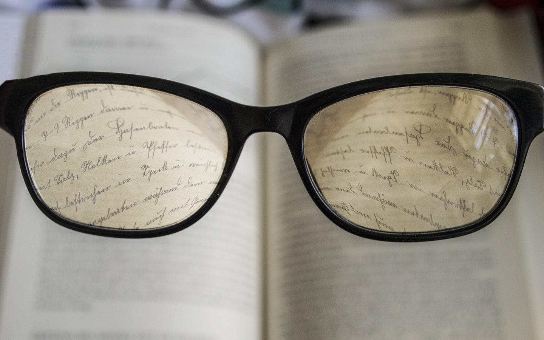 dual focus through glasses