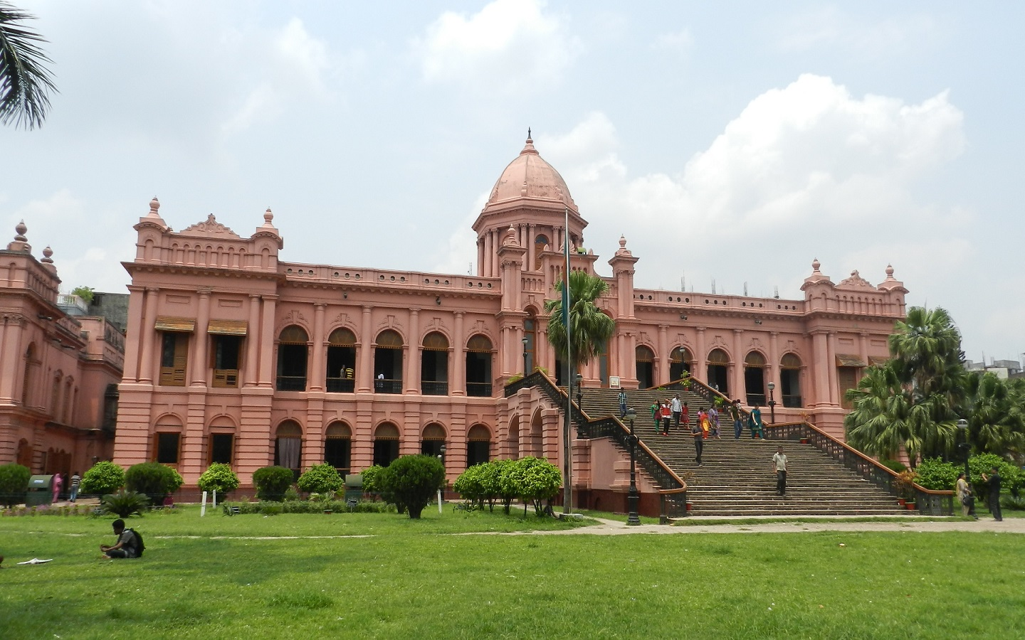 If you're a Dhaka dweller, this palace should be on the top of your list of places to visit on the International Museum Day