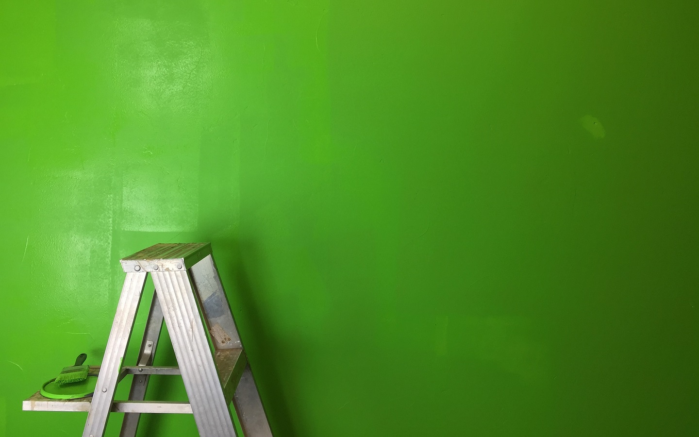Green has always been one of the versatile colors to paint your kid's room