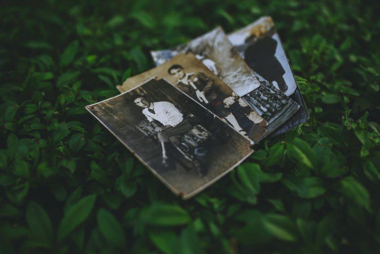 পুরোনো ছবি যত্নে রাখা নিয়ে কিছু উপকারী টিপস জেনে নিন। বিপ্রপার্টি