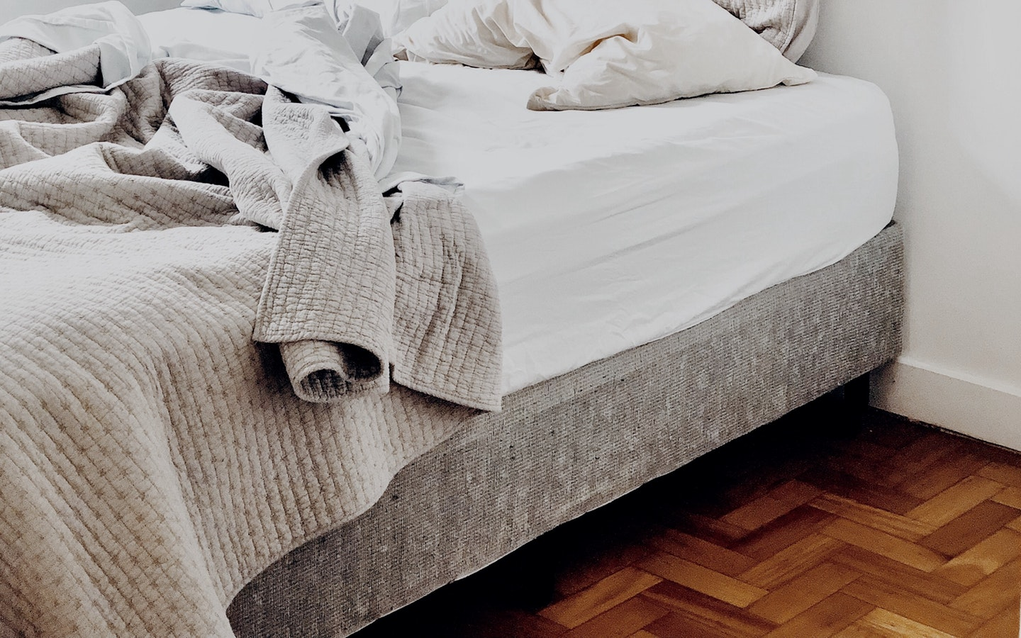 Setting up your bed against a wall is one of the best bedroom decor ideas that can keep your bedroom clutter-free.
