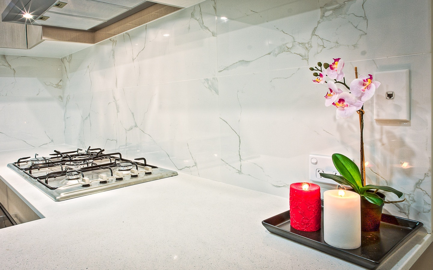 To properly light up a kitchen is one of the most important home lighting tips.