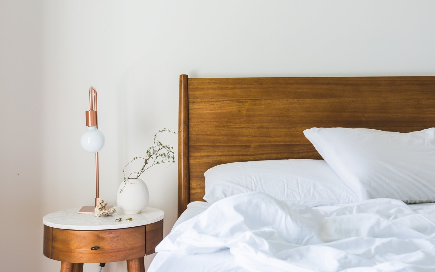 Creating clever storage spaces is one of the most useful modern bedroom decoration ideas.