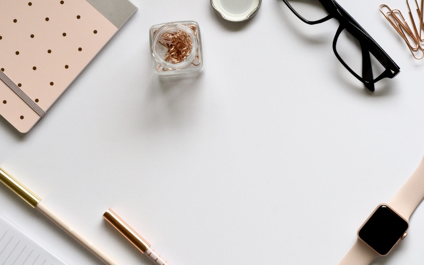 A clutter free desk is the key to working efficiently