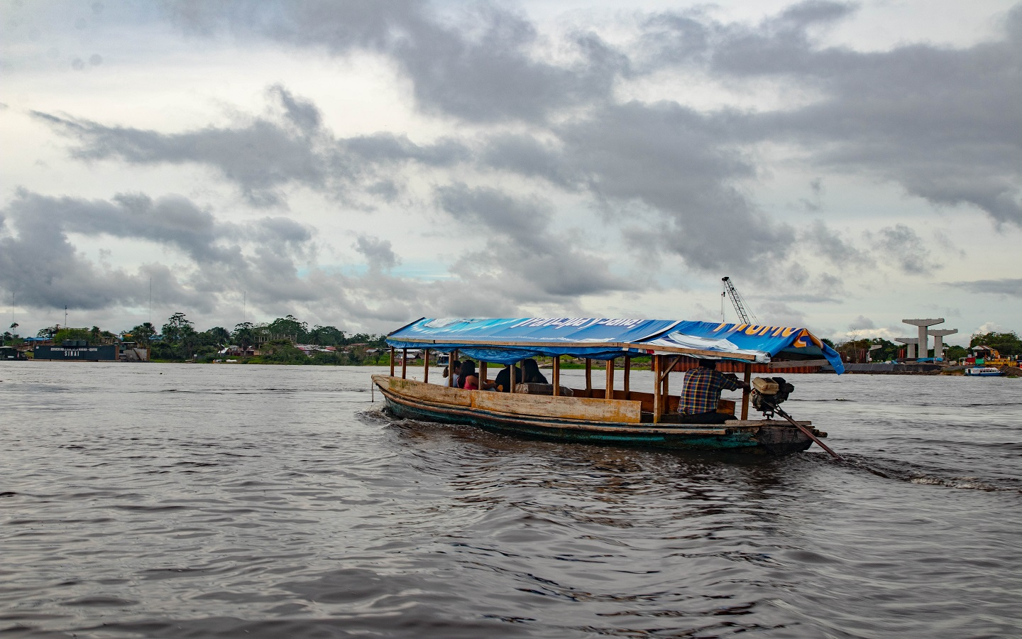 photo of a boat on amazon river
