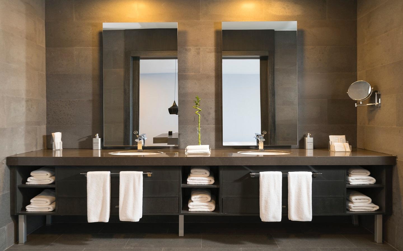 Wood theme bathroom for winter home decor