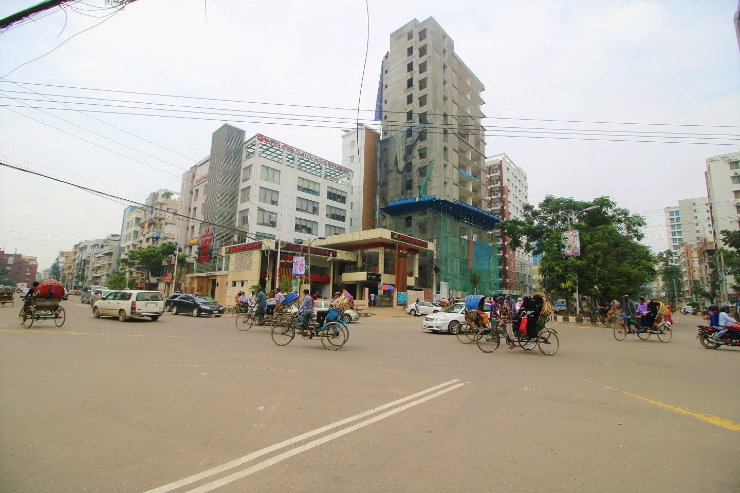 Streetside addas, especially in the evening is one of the popular places to visit in Uttara