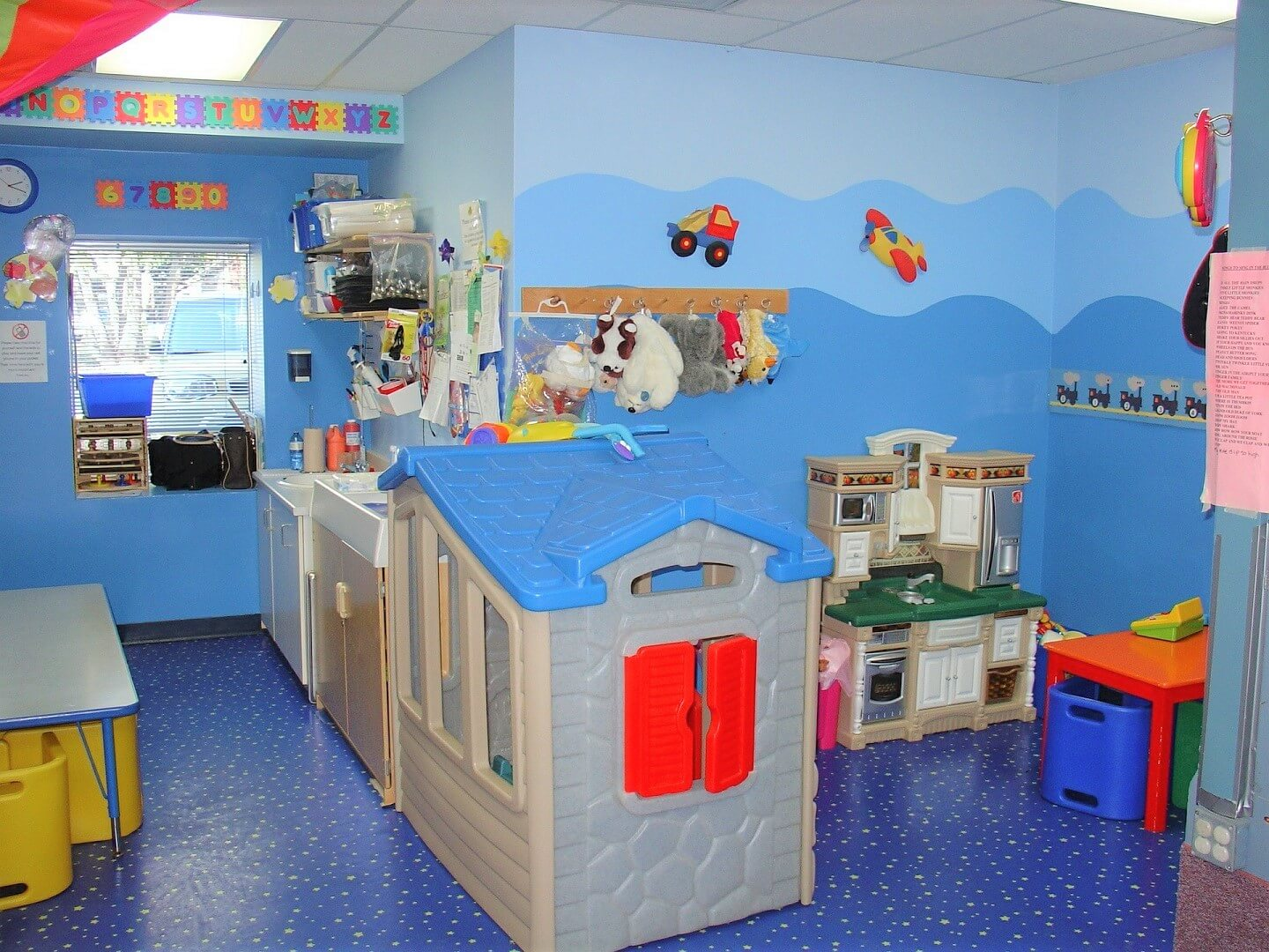 children bedroom decorations with fun colours